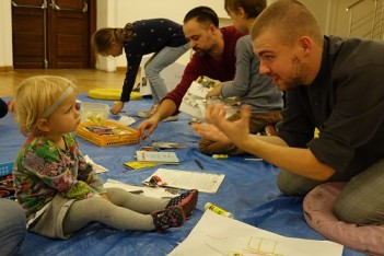 Grafika wydarzenia: Zachęta Signs! Family workshops for the deaf ( in Polish Sign Language)