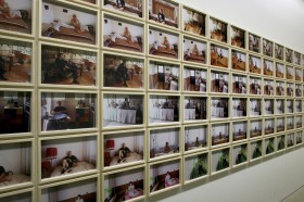 "Zdjęcie pracy Roman Ondak, ""Casting Anitnomads"", 2000, 120 colour photographs, courtesy of the artist and Pomeranz Collection, Vienna"